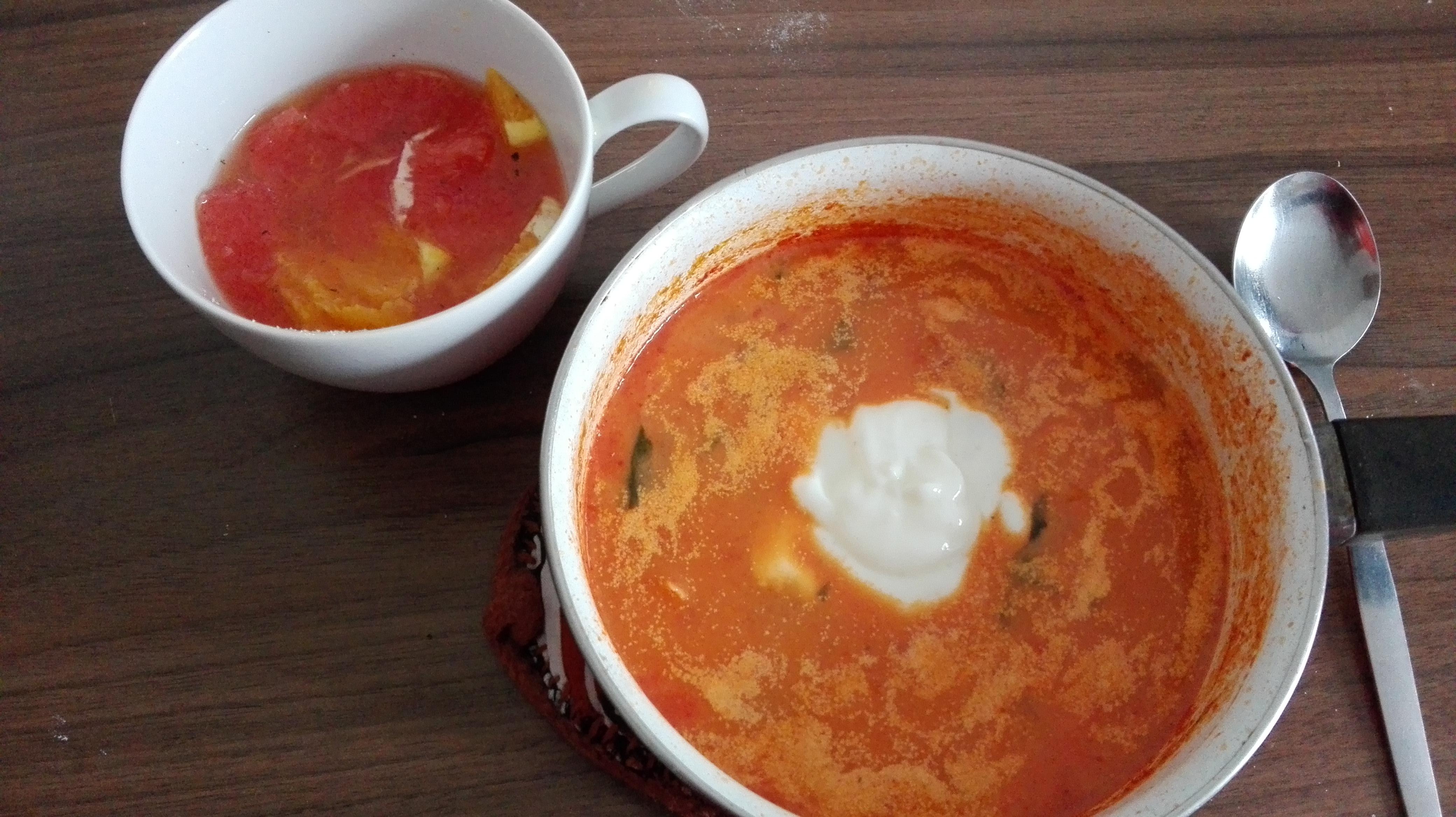 Tomatensuppe und Orangensalat